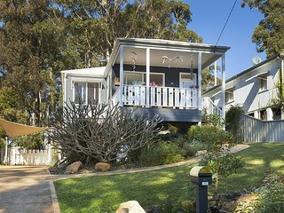 Bright 4 bedroom Villa in Bulli with A/C - Bulli vacation rentals