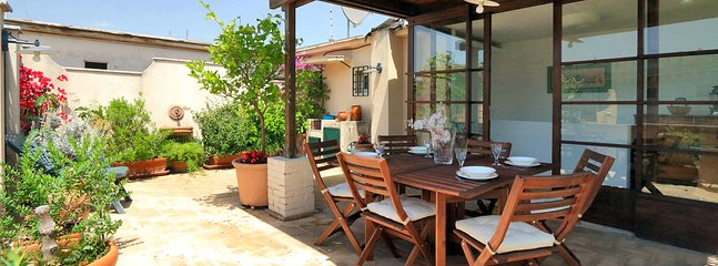 Beautiful Rome Apartment with Rooftop Terrace - Perrin - Image 1 - Roma - rentals