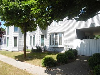 Gorgeous House with Internet Access and A/C - Tawas City vacation rentals