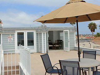 Endless Views from Rooftop Deck-Huge Oceanfront Condo-Newly Remodeled (68167) - Newport Beach vacation rentals