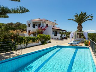 Villa Aetos - 500 m to Beach & Amazing Sea View! - Adelianos Kambos vacation rentals