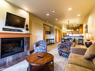 Condo for 8 with great location, year-round pool/hot tub - Chelan vacation rentals