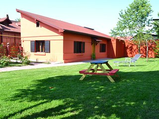 Beautiful 2 bedroom Cottage in Brasov - Brasov vacation rentals