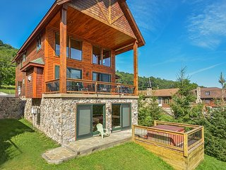 Luxurious 4 Bedroom Lakefront Home w/ Private Dock & Close to Ski Slopes! - Oakland vacation rentals