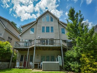 Marvelous 5 Bedroom townhome w/ hot tub offers in the heart of Deep Creek! - Oakland vacation rentals