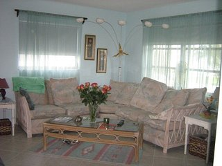 Quiet, well maintained, convenient bungalow - Fort Lauderdale vacation rentals