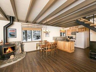 Pineland - Three Bedroom Tahoe City Classic Cabin - Dogs OK Too!! - Tahoe City vacation rentals