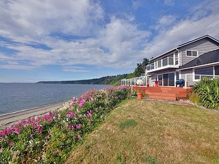 Waterfront home with private beach access. 2 bed+den, 2 bath. (245) - Freeland vacation rentals
