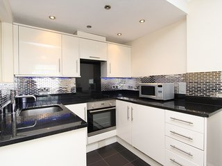 2 Double Bed Apartment Located on 3rd floor in W2 - London vacation rentals