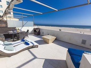 Santa Monica Oceanfront Designer Town Home with Roof Deck - Santa Monica vacation rentals