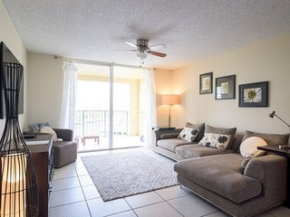 Spacious 2 bedrooms with Water Views - Aventura vacation rentals