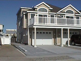 Immaculate 5 bedrm, 3.5 baths close to beACH - Sea Isle City vacation rentals