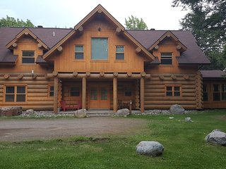 ChaletsOasis luxury lakeside log home - Saint Sauveur des Monts vacation rentals