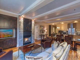 NEW ~Tellurium*Element 52 Auberge Residence, 2 Luxury Suites+, Ski Valet, Spa - Telluride vacation rentals