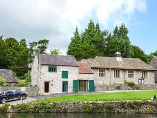 FIRE BRIGADE BARN, one bedroom, WiFi, pet-friendly, in Tissington, Ref 932417 - Tissington vacation rentals