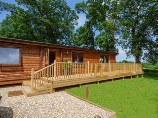 NORLODGE beautiful lodge on Kenwick Woods site, en-suite, passes for leisure facilities, WiFi, Louth Ref 939699 - Louth vacation rentals