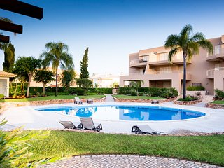 Amazing Villa with Pool - 2 Bed, WiFi, Golf - Vilamoura vacation rentals