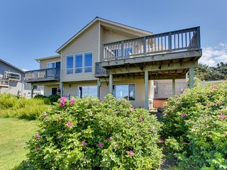 Comfy oceanfront home w/ private hot tub & gorgeous ocean views! - South Beach vacation rentals