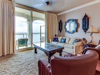 Luxurious 19th floor waterfront condo with a communal pool, hot tub & tennis! - Pensacola Beach vacation rentals