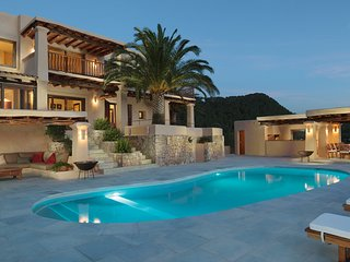 Nice Villa with Internet Access and A/C - Cala Sahona vacation rentals