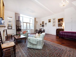 Bright and spacious artist home with one bedroom, and huge courtyard garden in a quiet corner of South Kensington - World vacation rentals