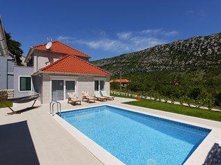 Bright 3 bedroom Villa in Makarska - Makarska vacation rentals