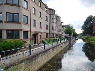 Suberb, canalside apartment, close to city centre - Edinburgh vacation rentals