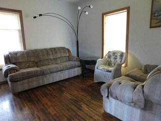 Nice Quiet 2 Bedroom In Walking Distance - South Haven vacation rentals