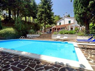 Villa con piscina in posizione panoramica. - San Severino Marche vacation rentals