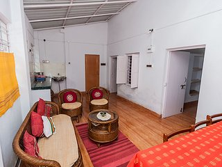 2 bedroom Cottage with Internet Access in Shantiniketan - Shantiniketan vacation rentals