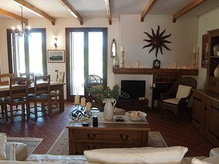 Lovely 4 bedroom House in Miglianico with Parking - Miglianico vacation rentals