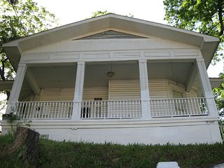 HISTORIC PARK AVE JUST UP FROM BATH ROW - Hot Springs vacation rentals