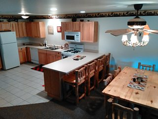 Comfy 2Bdrm nestled by Starved Rock State Park - Utica vacation rentals