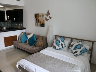 Signature Holiday Homes - Botanica - Dubai vacation rentals