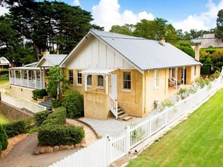 Beautiful 3 bedroom Berrima Cottage with Television - Berrima vacation rentals
