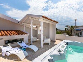 villa Punta Secca...a 99 mt dal mare! - Punta Secca vacation rentals