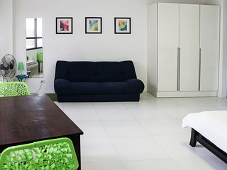Cozy condo in Fort BGC - ICON A - Taguig City vacation rentals
