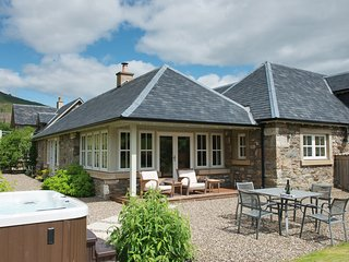 Croftgarrow Steading - 5 Star with Hot Tub - Fortingall vacation rentals