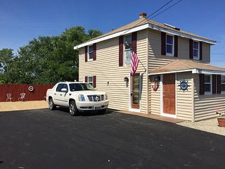 Cozy Apartment in Marshfield with A/C, sleeps 5 - Marshfield vacation rentals