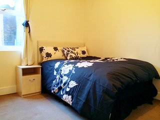 Gorgeous room just 4 min walk from the Tube! - London vacation rentals