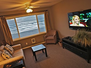 'Shell in a Handbasket' Beachfront Condo - Lincoln City vacation rentals
