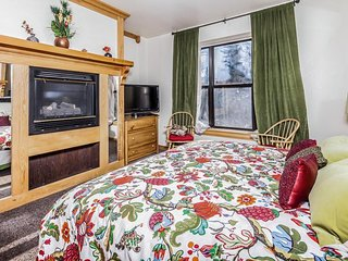 Cozy ski lodge w/ jetted tub, shared pool, hot tub, & sauna! - Brian Head vacation rentals
