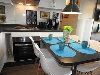 A7 Nice, cozy & up to 5. Next to the subway! - Santiago vacation rentals
