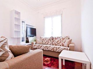 Atocha Retiro apartment in Atocha with WiFi, airconditioning, balkon & lift. - Madrid vacation rentals