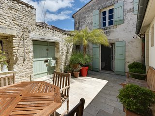 Cottage with character in a historical neighbourhood - Saint Martin de Re vacation rentals
