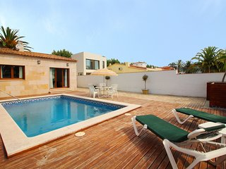 Bright 2 bedroom Empuriabrava Villa with A/C - Empuriabrava vacation rentals