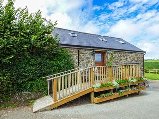 THE GRAIN STORE, pet friendly, character holiday cottage, with a garden in Abersoch, Ref 1585 - Abersoch vacation rentals