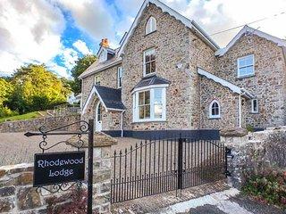 RHODEWOOD LODGE, detached, en-suites, woodburner, hot tub, spacious grounds, in Saundersfoot, Ref 930473 - Saundersfoot vacation rentals
