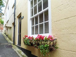 STUDIO COTTAGE en-suite, WiFi, garden, close to amenities in Hythe, Ref 932476 - Hythe vacation rentals