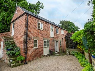 THE BARN, upside down barn conversion, pet-friendly, off road parking, Belper, Ref 934044 - Belper vacation rentals